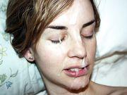 Vriendin ontvangt een grote lading sperma over haar gezicht