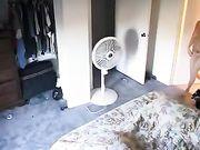 Meisje naakt gefilmd in haar kamer