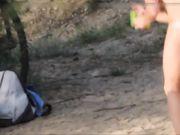 Voyeur nudisten op het openbare strand